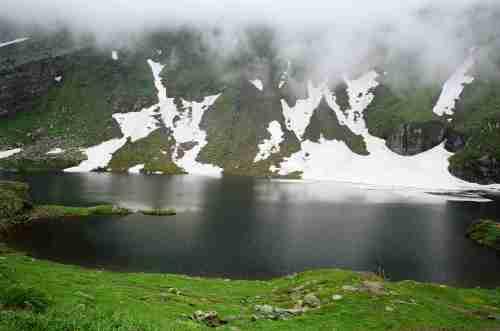 Lagos, montaña, flora y fauna en Rumania.  Una estupenda idea de pasar unos días de relajación.